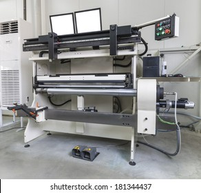 Offset printer for labels and flexible packaging,