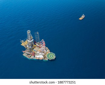 Offshore jack up rig and tow vessels during the rig move operation at the offshore location