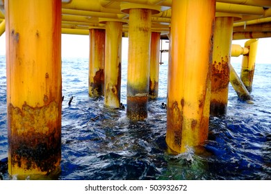 Offshore oil and gas below platform, Petroleum industry, Pipeline construction, Material and tool engineering design, above sea water