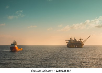 Offshore oil production platform
