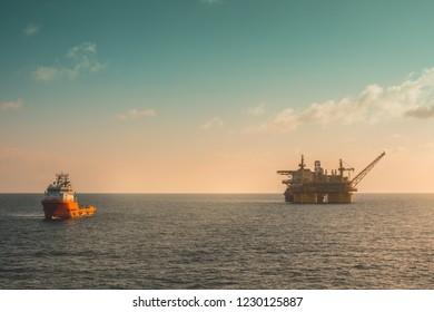Offshore oil production platform
