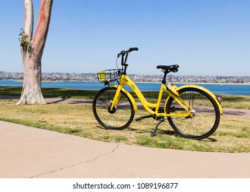 Ofo bicycle along the bay waiting for the next rider in Crown Point (Mission Bay) - San Diego, California. May 7th, 2018