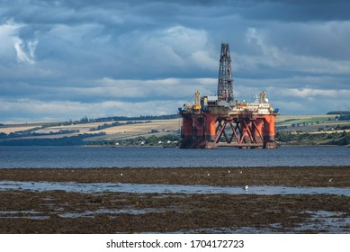 Ofshore oil platform on the scottish coast.