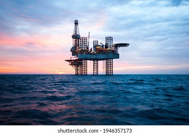 oil extraction plant in the middle of the sea