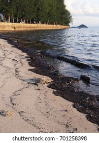 Oil and garbage pollution in the sea