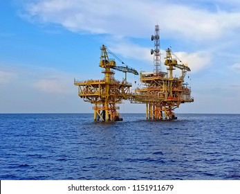 Oil and gas platform with bridge for petroleum process and production
