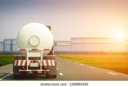 Transport von Erdöl und Erdgas durch Lastkraftwagen