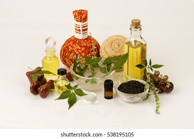 Oil massage: Negundo chest nut, leaves extract liquid mixed with sesame oil for used paint and a massage area, relieve muscle pain.