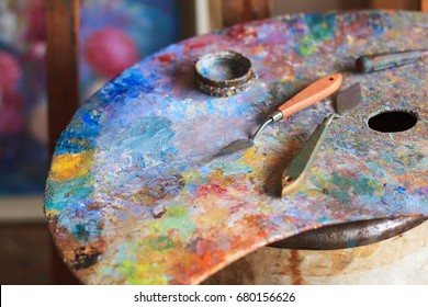 Oil paints palette with palette knifes - Shutterstock ID 680156626