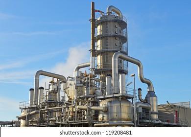 oil refinery distillation tower