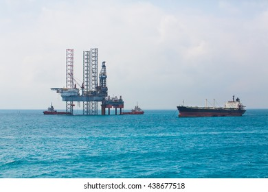Oil rig in the gulf