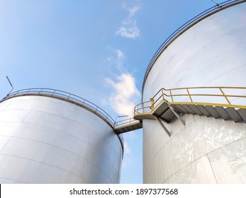 Oil storage tank In industrial areas. Crude oil storage plant For export. Palm oil factories in Asia. Within the industrial plant. Zone tank storage industrial