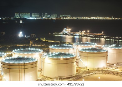 Oil tank and oil tanker
