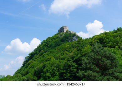 Okic in Samobor Highlands in Croatia is one of the oldest medieval noble towns. Situated on the top of a green hill, natural wallpaper