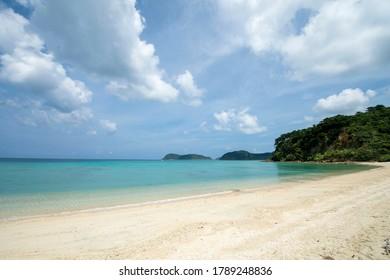 Okinawa Prefecture Iriomote Island's boat floating Ida no Hama Beach