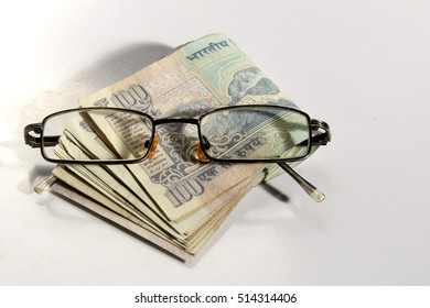 Old 100 rupee notes, Indian currency with eye glass