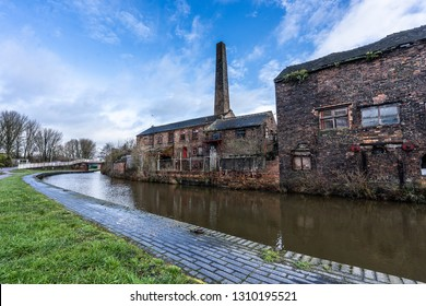 An old abandoned, derelict pottery factory and bottle kiln located in Longport, Stoke on Trent, Staffordshire. Industrial decline