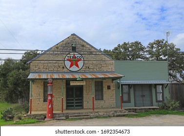 Old abandoned gas station in Texas.