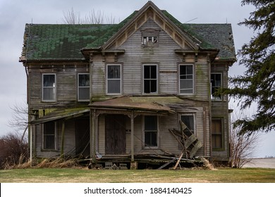 Old abandoned house in the Midwest.  McLean County, Illinois, USA