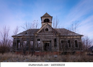 Old abandoned schoolhouse in the rural Midwest.  Elmira, Illinois, USA