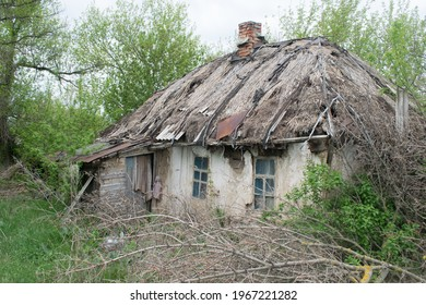 An old abandoned Ukrainian hut with a thatched roof, Luhansk region