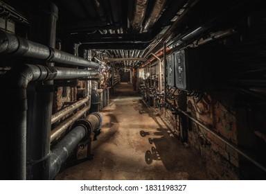 Alter verlassener unterirdischer Durchfahrtpunkt