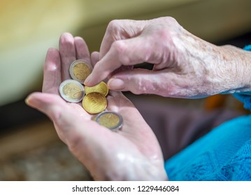 Old age poverty, live with little money in old age