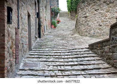 Old alley / steps in Italy, le Marche