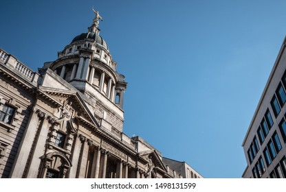 The Old Bailey, London. The landmark Central Criminal Court in the City of London topped by a bronze statue of Lady Justice holding a sword and the scales of justice.