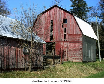 Old barn reflects more glorious days