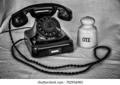 old black bakelite phone/Old phone