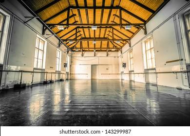 Alter schwarzer Ballettboden
