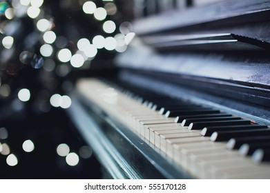 Imágenes, fotos de stock y vectores sobre Music Instrument