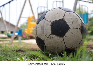 The old black and white ball on the back is a view of the playing field.