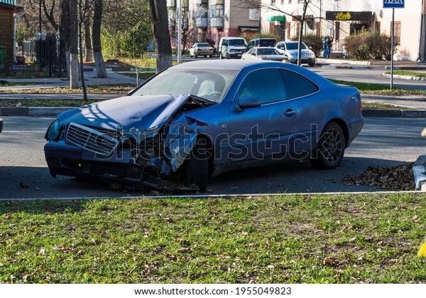 old-blue-mercedes-car-dented-600w-195504