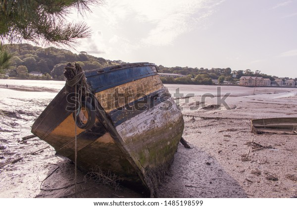 old-boat-wreck-on-bank-600w-1485198599.j