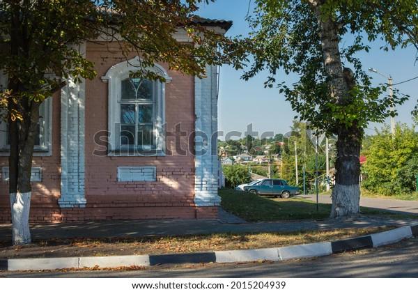 old-brick-house-platbands-turn-600w-2015