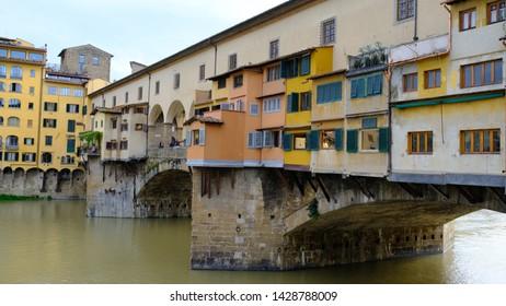 Old bridge Ponte Vecchio at Arno river in Florance 2018 - Summer