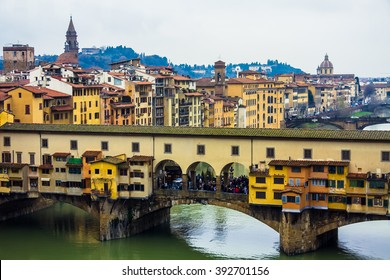 Old bridge (Ponte Vecchio) and the old city in Florence, Italy