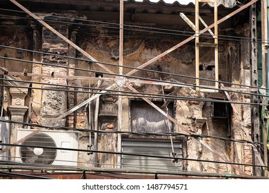 Old buildings abandoned, dilapidated and dangerous risk to fire from a short circuit.