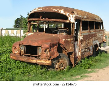 Old bus, abandoned and rusty. Rosario city, Argentina