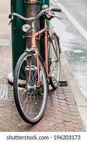 an old bycicle in a tranquil italian city
