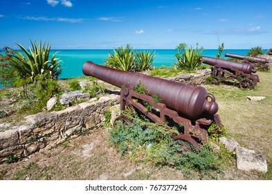 Alte Kanonen auf Fort James in Antigua.