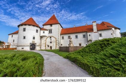 Vieux château et parc municipal de Varazdin de jour, Croatie