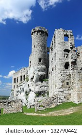 Old castle ruins of Ogrodzieniec fortifications, Poland.