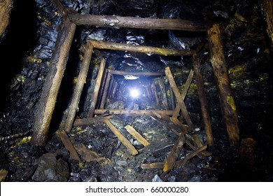 Old coal development in an abandoned mine