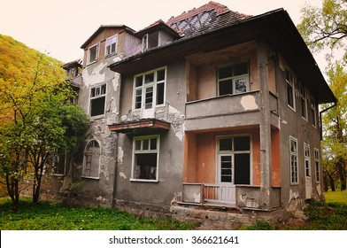 old collapsed house