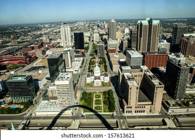 The Old Court House surrounded by downtown St. Louis