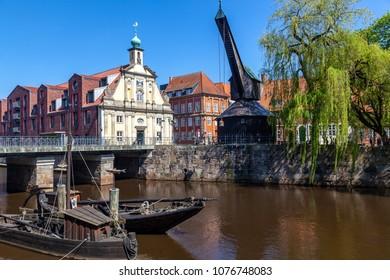 Old crane at the Stintmarkt, Lueneburg, Niedersachen, Germany