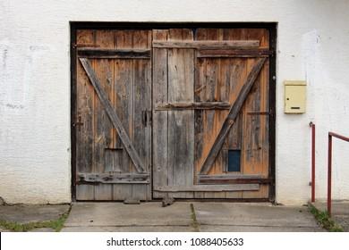 Im 225 Genes Fotos De Stock Y Vectores Sobre Old Garage